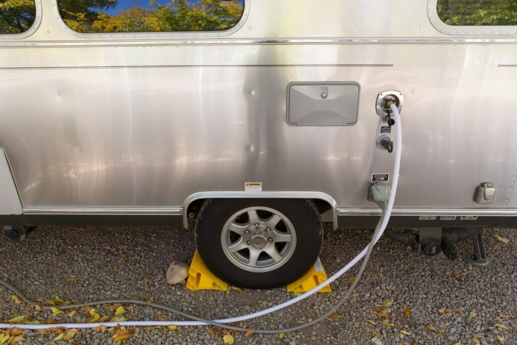 camper water and electrical hookup